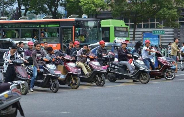 """车叔评论:武汉""""禁摩令""""惹争议,摩托车到底该不该禁?"""