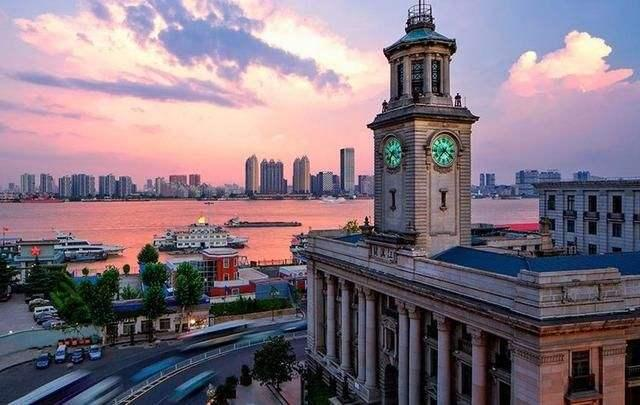 在校大学生数量排名:南京、武汉领先新一线,郑州亮了